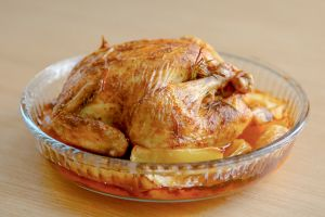 Bütün Heybetiyle: Fırında Bütün Tavuk