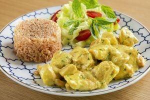 Lokanta Yediklerinizden Daha Güzel: Köri Soslu Tavuk