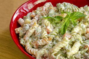 Balıklı salatalar farklı olabilir. İlginç ve basit tarifler