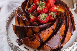 Alırız Bir Dilim: Çikolata Soslu Kek