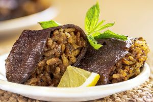Ekşili: Zeytinyağlı Kuru Patlıcan Dolması