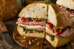 Çünkü Minikleri Doyurmaz: Hindi Fümeli Dev Sandviç