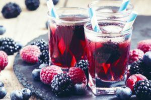 Hararet Düşmanı: Kırmızı Meyveli Soğuk Çay