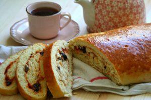 Tek Başına Kahvaltı: Salçalı Zeytinli Ekmek