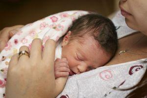 premature-bebek-anne-sutu