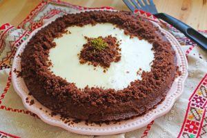 İçinde de Muhallebi Var: Tart Kalıbında Kek