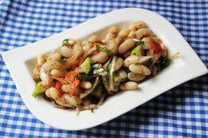 Hem Renkli Hem Doyurucu: Kuru Fasulye Salatası