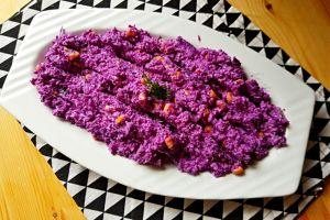 Mezelerin En Güzel Renklisi: Yoğurtlu Mor Lahana Salatası
