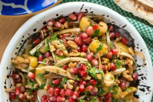 İster Kahvaltıya İster Meze Gibi: Zeytin Salatası