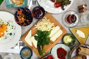 Karaköy'ün İnsanı Güne Enerjik ve Mutlu Başlatan 8 Leziz Kahvaltı Mekanı