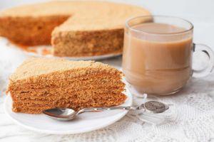 Medovik Diye Bilinen: Ballı Rus Pastası