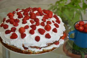 Tatlıların En Güzellerinden: Kolay Pasta