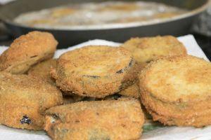 Sodayla Yapılır, Yağ Çekmez: Unlu Patlıcan Kızartması