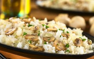 Tavuk Suyu ve Tereyağı Olsun: Mantarlı Pilav