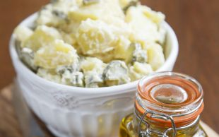 Farklı Sunumlar: Yoğurt Soslu Patates Salatası