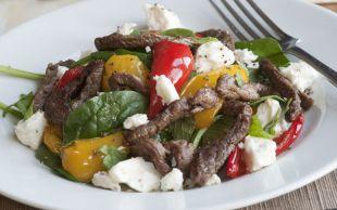 Feta Peynirini Böyle Alalım: Etli ve Peynirli Ispanak Salatası