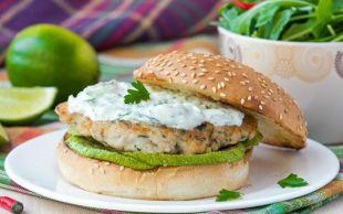 Tavuk Gurmelerine: Izgara Kabaklı, Yoğurt Soslu Tavuk Burger