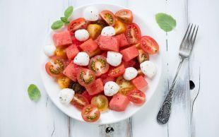 Diyet Yaptırır: Karpuzlu Domates Salatası