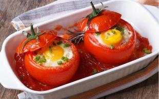 Sahanı Rafa Kaldırın: Yumurtalı Domates Dolması