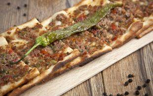 Hamuru İnce, Harcı Sulu: Etli Ekmek