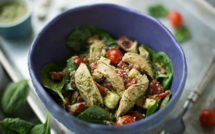 Sosunun Adı Yeter: Pesto Soslu Tavuk Salatası