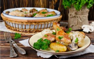 Dikkat Elle Yenir: Fırında Sebzeli Tavuk