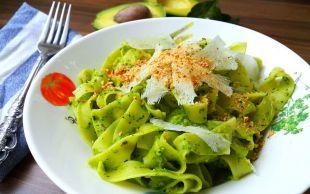 Yeşilin Elli Tonu: Avokadolu ve Ispanaklı Fettucini