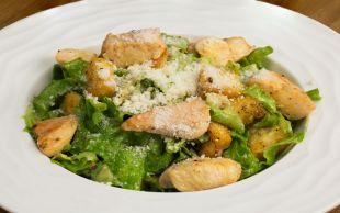 Dışarıda Yediklerinizden Daha Ekonomik: Tavuklu Sezar Salata