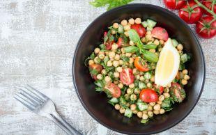 Doyuran Salata: Nar Ekşili Nohut Salatası