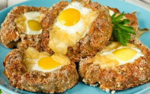 Doyurmak Onun İşi: Köfte Çanağında Yumurta