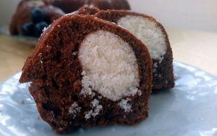 İçi Sürprizli: Kakaolu Hindistan Cevizli Kek