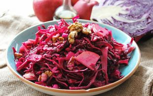 Elma İlavesiyle: Turşu Tadında Mor Lahana Salatası