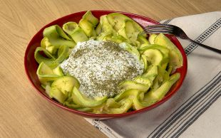 Diyettekiler Eklesin: Yoğurtlu Kabak Salatası