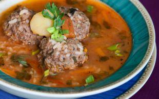 Ana Yemek Kadar Doyurucu: Ekşili Köfte Çorbası