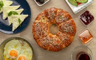 Kahvaltının Göz Bebeği: Kek Kalıbında Poğaça