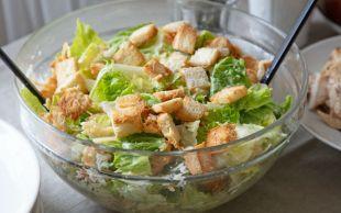 Yoğurtlu Sosuyla: Diyet Sezar Salatası