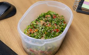 Bu Kez Çok Farklı: Ton Balıklı Pazı Salatası