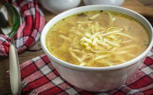 Bağışıklığı Güçlendiren: Erişteli Tavuk Suyu Çorbası
