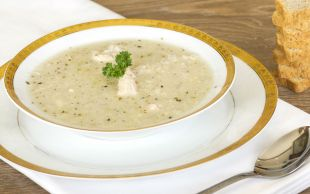 Kokusu Mis Tadı Enfes: Sarımsaklı Tavuk Suyu Çorbası