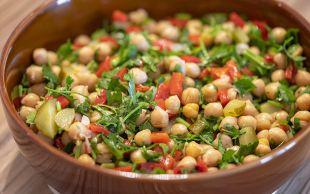 Evimizin Mutfağından: Pratik Nohut Salatası