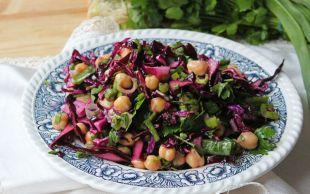 Doyurucu ve Çok Hafif: Nohutlu Mor Lahana Salatası