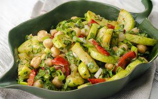 Sofraları Tamamlasın: Kabaklı Nohut Salatası