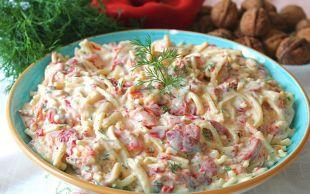 Ana Yemek Kıskansın: Köz Biberli Cevizli Erişte Salatası