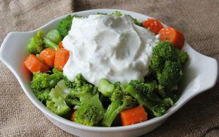 Rengi ve Lezzeti Şahane: Yoğurtlu Brokoli Salatası