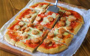 Dilim Dilim: Piliç Sosisli Pizza