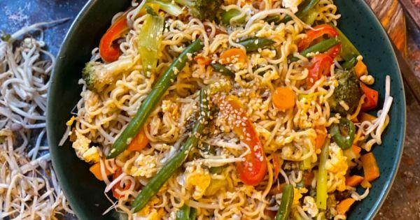 Uzak Doğu'dan Misafir: Vejetaryen Sebzeli Noodle - Yemek.com