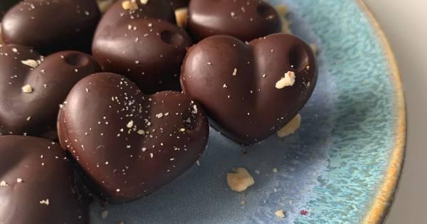 ev-yapimi-findikli-bitter-cikolata-adim