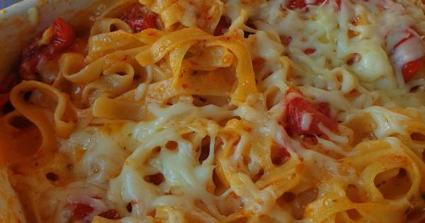 firinlanmis-domatesli-peynirli-makarna-adim-7
