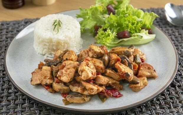 mantarli-tavuk-sote-yemekcom