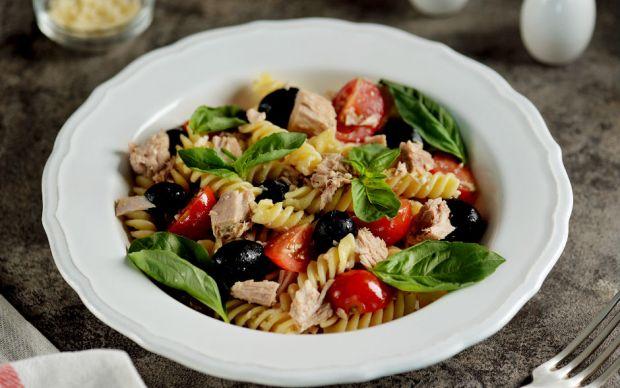 https://yemek.com/tarif/ton-balikli-makarna-salatasi/ | Ton Balıklı Makarna Salatası Tarifi